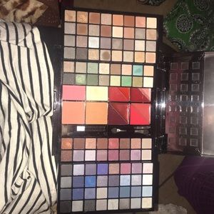 Beauty gems eyeshadow box